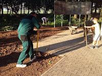 03 Az önkéntesek megkezdik a felújítási munkálatokat.jpg