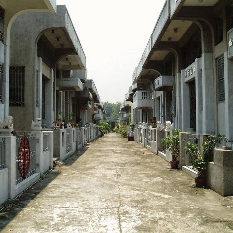 The Luxurious Mausoleums of Manila Chinese Cemetery