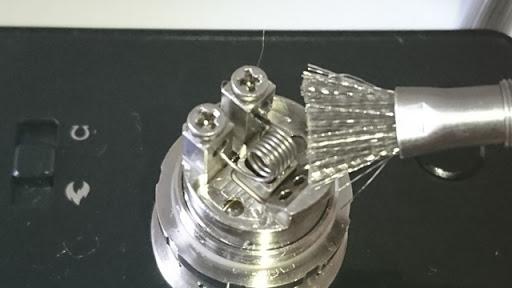 DSC 2474 thumb%25255B2%25255D - 【小物/ビルド】「Coilmaster Vape Brush(コイルマスター ブラシ付きコイルジグ)」レビュー。ドライバーン時のガンク除去+コイルジグの便利優れものビルド小道具!