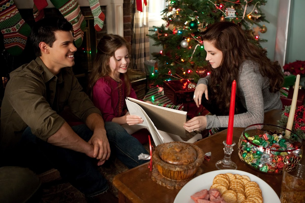 Kristen Stewart, Taylor Lautner and Mackenzie Foy in Breaking Dawn part 2