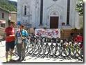 5 - Paolo Bernardini consegna le bici al sindaco della zona terremotata