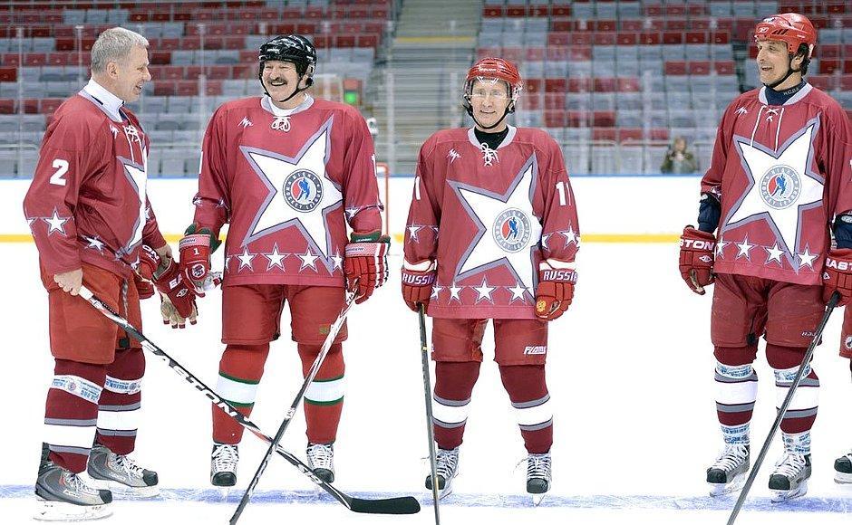 Un grupo de hockey sobre hielo  Descripción generada automáticamente