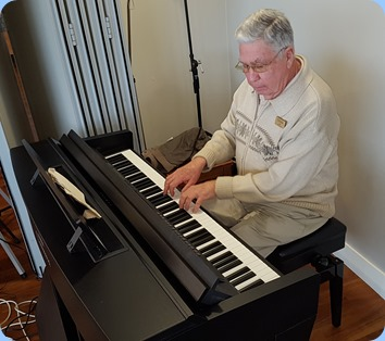 Our host for the day and resident of this lovely Village, long time member Jim Nicholson finished the show to everybody's delight playing the Yamaha Clavinova, CVP-609.