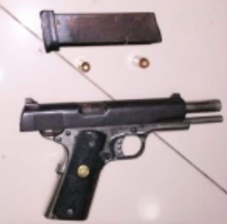 Neyba: PN apresa menor de edad buscado por supuesto homicidio; le ocupan arma de fuego.