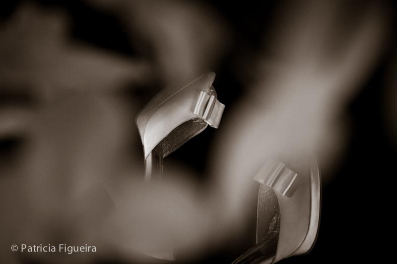 Foto de casamento 0091pb de Mônica e Diogo. Marcações: 20/08/2011, Casamento Monica e Diogo, Rio de Janeiro, Sapato, Sonia Barreto.