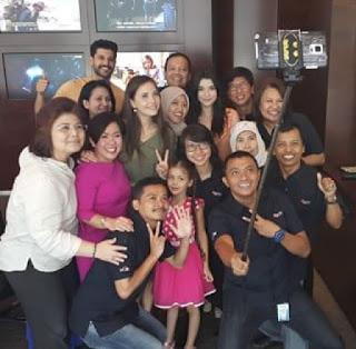 Kru sctv pemain elif ke indonesia foto selfie