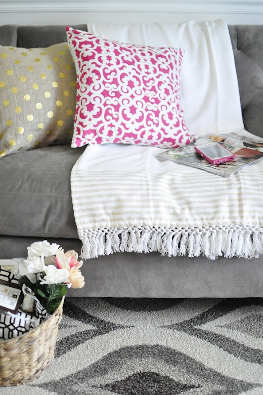 Love the great ideas from Monica's summer house tour! She offers affordable, chic and glam ideas that are easy to implement.