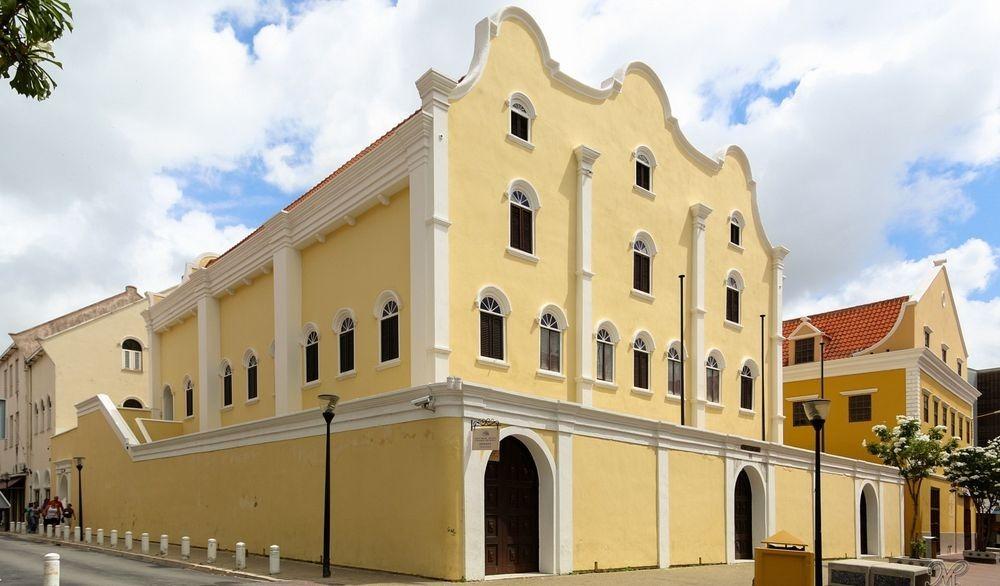 mikve-israel-emanuel-synagogue-1