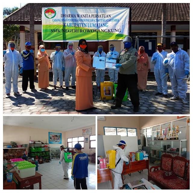 Putus Rantai Covid-19, Tagana Lumajang Lakukan Penyemprotan Disinfektan di SMK Rowokangkung
