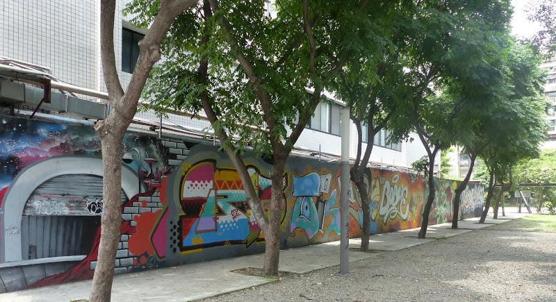 Taipei. Street art à Ximen et Youth park - P1250149.JPG