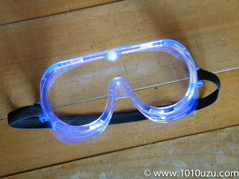 目の保護のためのメガネ