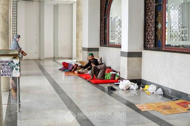 Cerita Pengungsi yang Bertahan di Masjid Agung Al Karomah Martapura