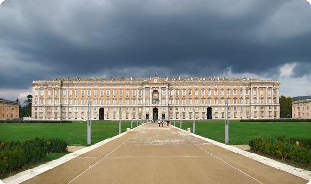 La reggia di Caserta è la residenza reale più grande al mondo dichiarata dall'UNESCO patrimonio dell'umanità.