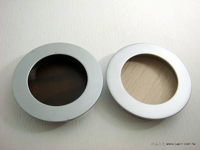 裝潢五金品名:T815-圓型戶引手規格:寸15/寸35/寸8 顏色:SC+胡桃/SC+白橡玖品五金