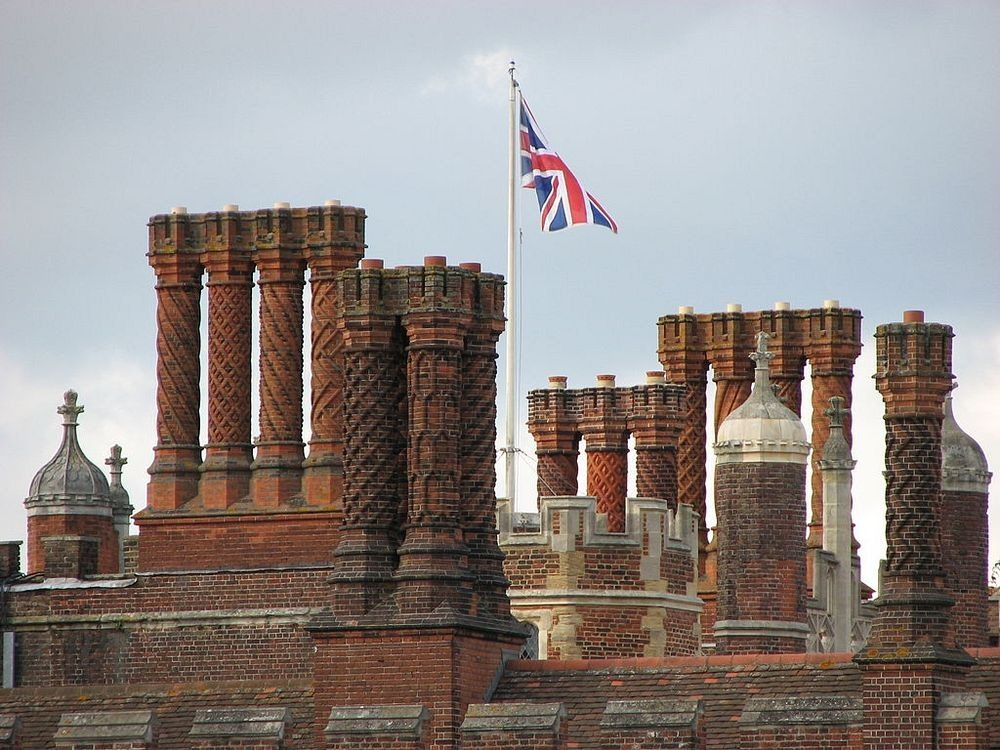 hampton-court-palace-chimneys-2