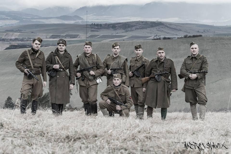 Členovia klubu vojenskej histórie Svoboda