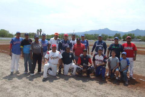Equipo Tarimas Vázquez de Apodada en la Liga de Beisbol de Salinas Victoria