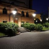 c.d. budowy kościoła cz.46 - kolejne lampy wokół kościoła
