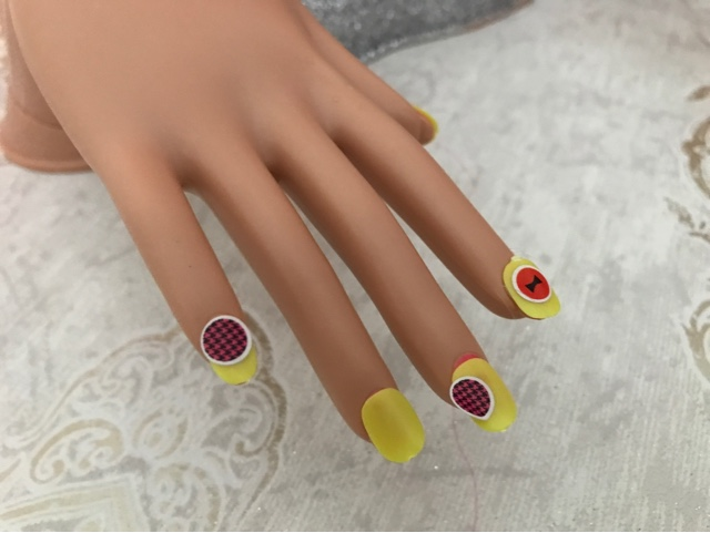 barbie-deluxe-colour-specialist-styling-head-fake-nails