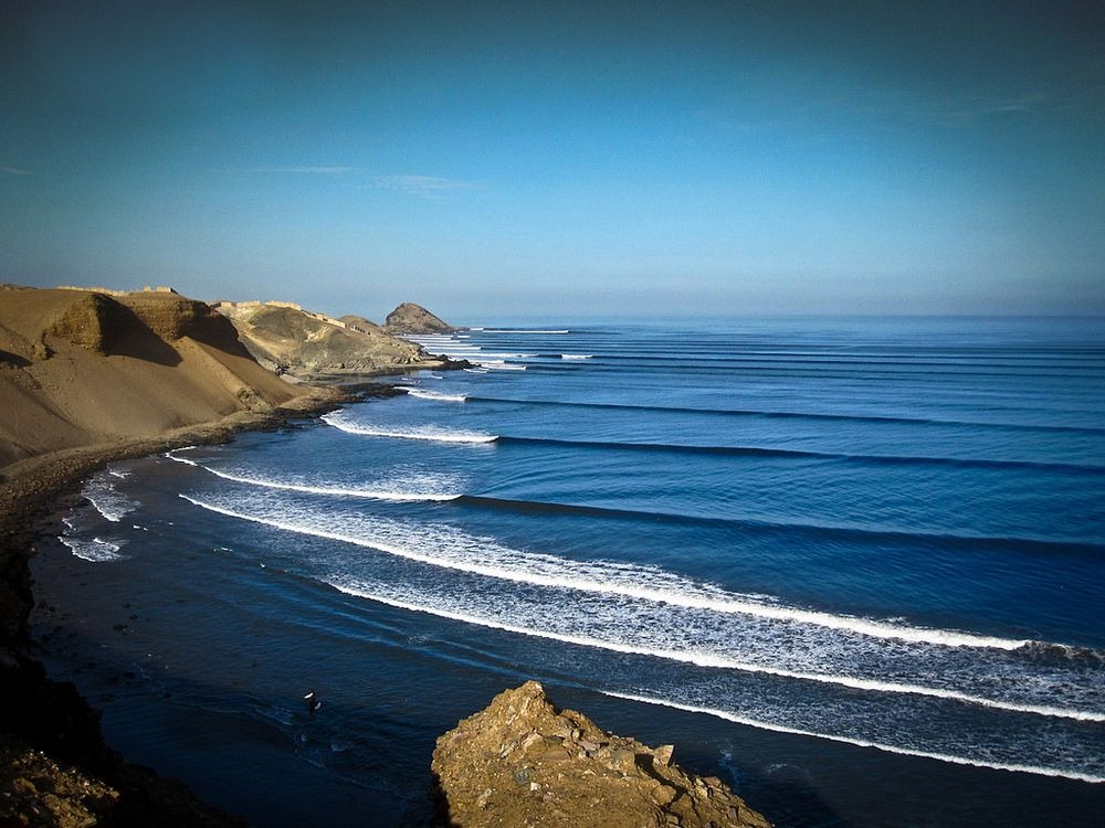the world s longest surfing wave at chicama peru amusing planet