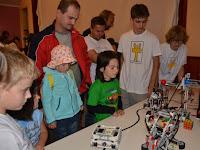 16. Két keréken járkál a robot – csak egy giroszkopikus szenzor kell hozzá, meg egy ügyes vezérlőprogram.JPG
