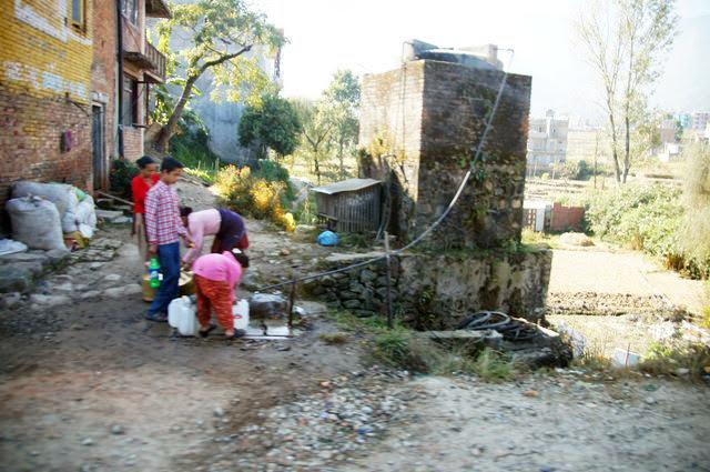 達人帶路-環遊世界-尼泊爾PoonHill健行-取水