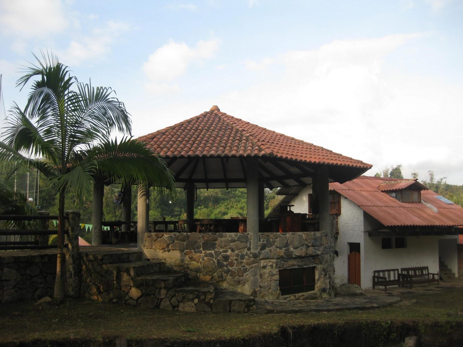 La casa del arbol san francisco cundinamarca colombia for La casa del azulejo san francisco