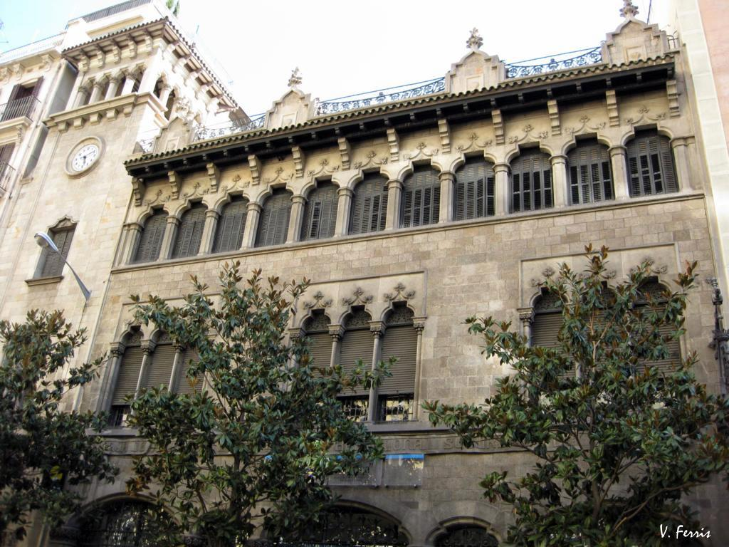 Edificio de la caixa d 39 estalvis i pensions barcelona - Casas embargadas la caixa ...