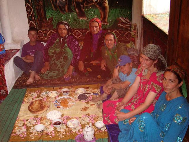Anzob village, accueil chaleureux, le 27 juin 2008. Photo : Jean-Marie Desse