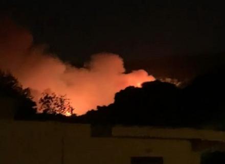 Μεγάλη φωτιά στη Νέα Μάκρη Αττικής - Εκκενώνονται Λιβίσι και Άγιος Εφραίμ