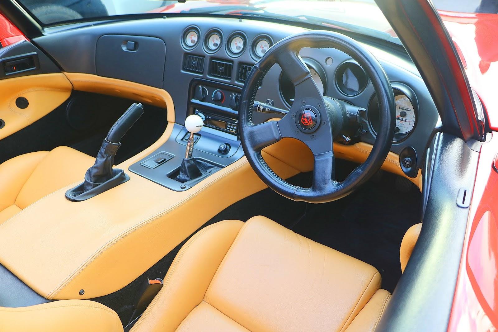 1993 Dodge Viper Interior Right.jpg