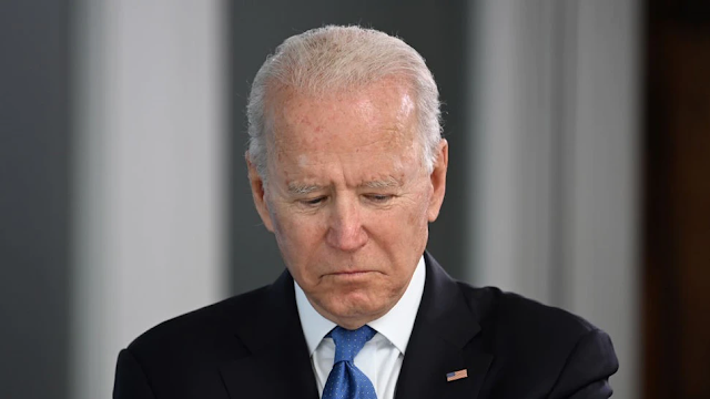 Biden, First Lady Reportedly Boot BBC TV Crew From Pub Garden, Take Their Table