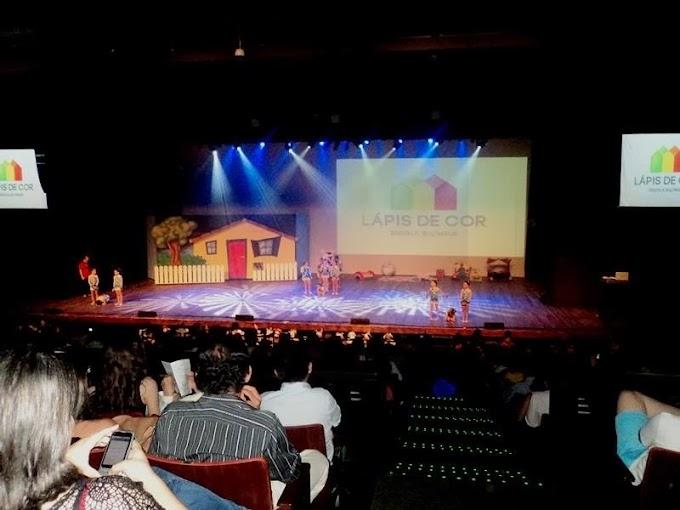Natal: Escola Lápis de Cor tem encerramento do ano letivo no Teatro Riachuelo