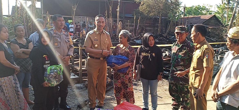 Andi Besse Korban Kebakaran di Calodo Dapat Bantuan Dari Pemkab Wajo, Duo Amran Turut Prihatin