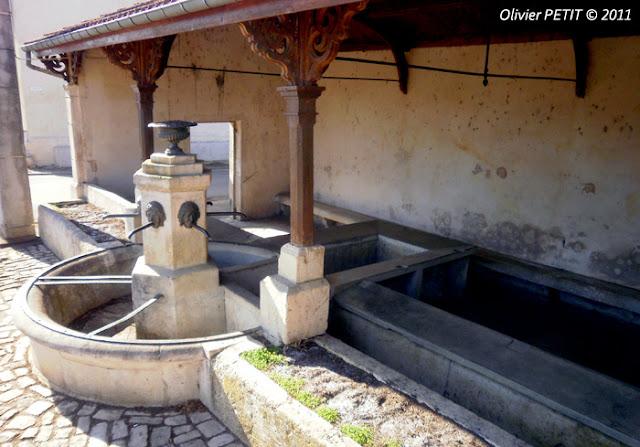 VITREY (54) - La fontaine-lavoir