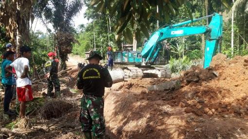 """Bersama Rakyat TNI Kuat"" Moto yang di Usung Dalam Pembangunan Jalan TMMD/N ke 111"