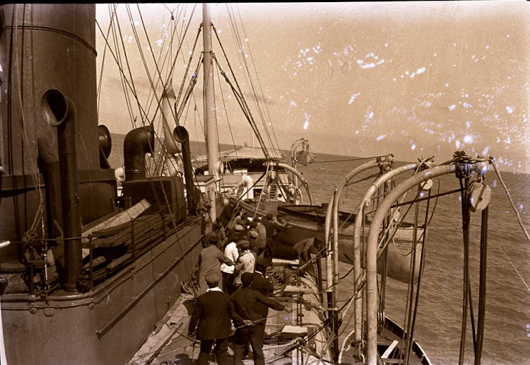 Vista de la cubierta del vapor CATALUÑA. Coleccion Juan Antonio Padron Albornoz. Universidad de La Laguna. Puerto Autonomo de Tenerife.jpg