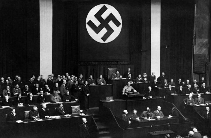 hitler_parlamento