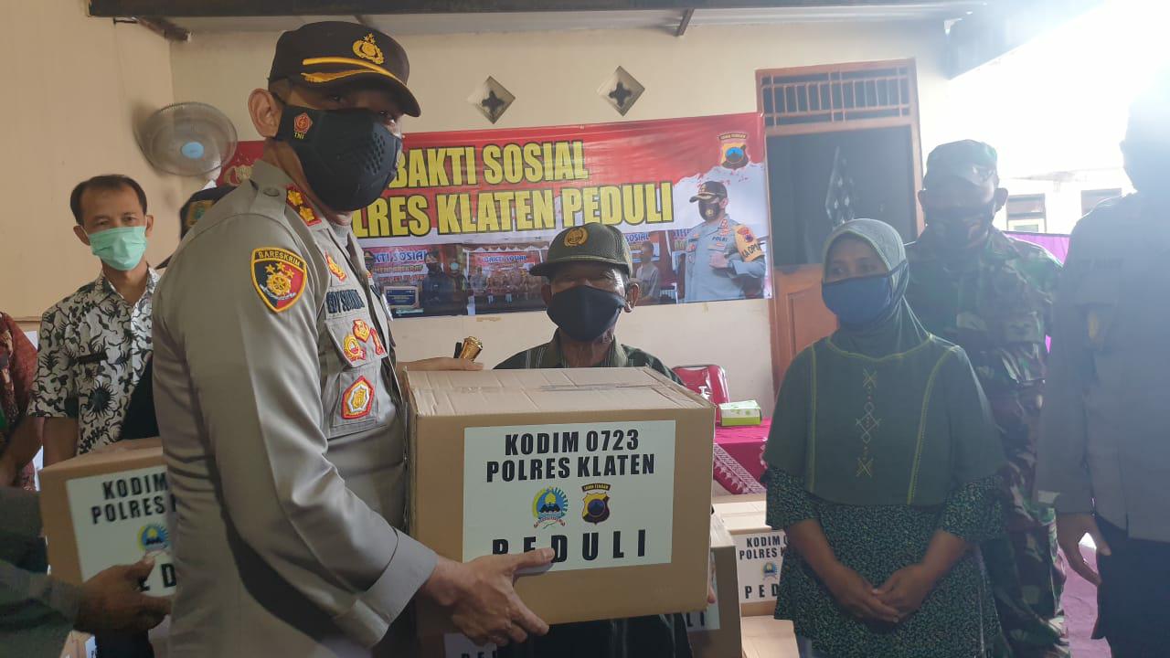 Polres Klaten Bersama Kodim 0723/Klaten Baksos Paket Sembako di Bayat