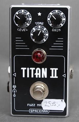 Spaceman Titan II Fuzz USED. Mint condition. With box no PSU.