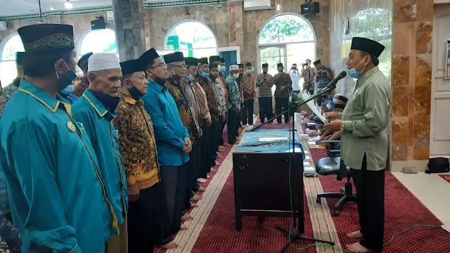 Foto: Maigus Nasor Lantik Pengurus DMI 3 Kecamatan. Maigus Nasir Menekankan Masjid Harus Jadi Basis Kebangkitan Kota Padang.