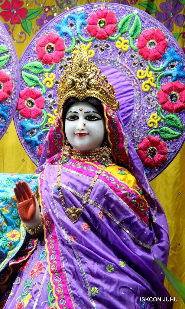 ISKCON Juhu Mangal Deity Darshan on 10th July 2016 (18)
