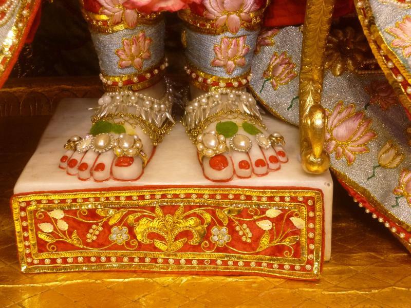 ISKCON Bhaktivedanta Manor Deity Darshan 18 Dec 2015 (7)