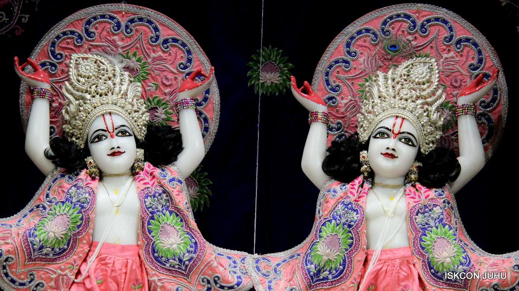 ISKCON Juhu Mangal Deity Darshan on 30th Sep 2016 (32)