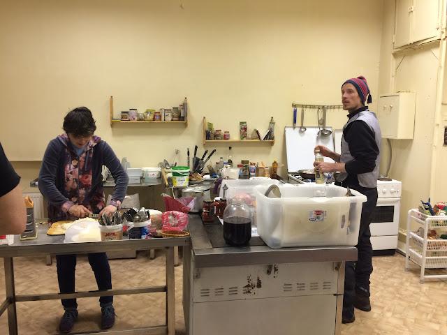 Simo Kirssi beim Kochen in Russland im Hotel