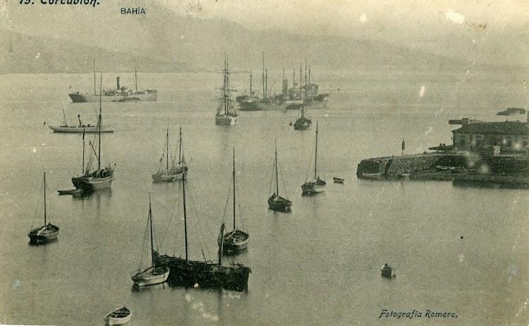 Bonita imagen del importatnte puerto de Corcubion. Colección Aquiles Garea. Imagen del fotografo Sr. Romero.TIF