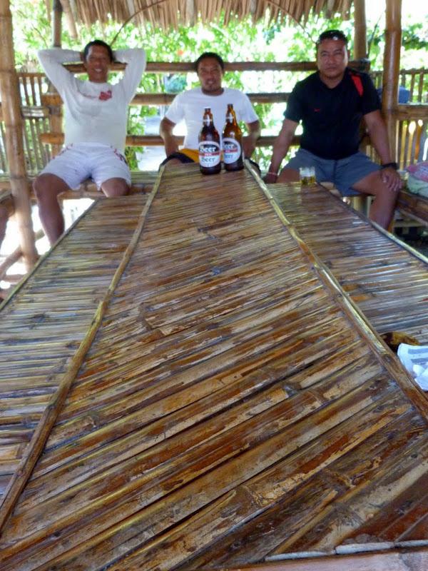 La partie du milieu, c'est la table. APO island