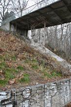 Photo: Hängebrücke über dem U-14-Gleis