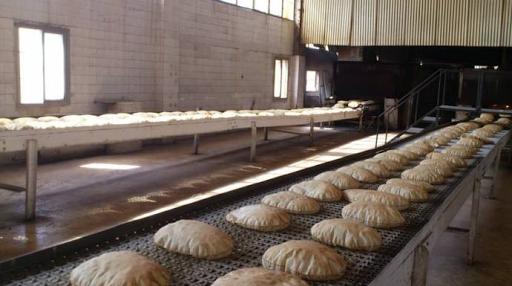 """انتقادات واسعة لـ""""الإدارة الذاتية """" على خلفية ازمة الخبز وزيادة ساعات تقنين الكهرباء في حين انها تسيطر على منابع هذه المواد"""