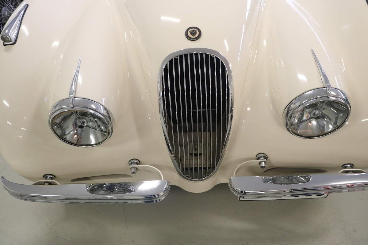 Carl_Lindner_Collection - 1950 Jaguar XK120 Coupe 03.jpg
